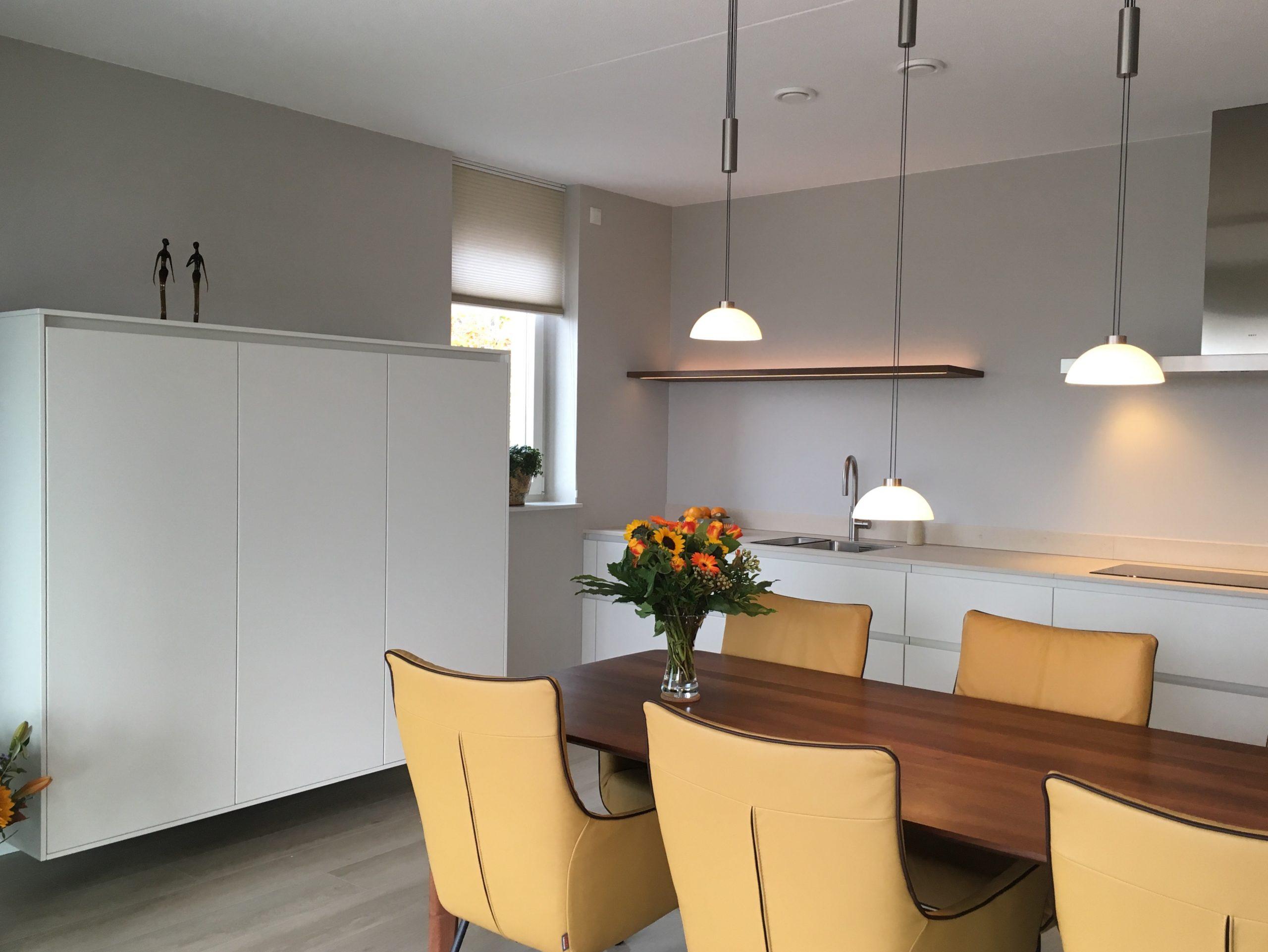 designkeuken met zwevende wandkasten