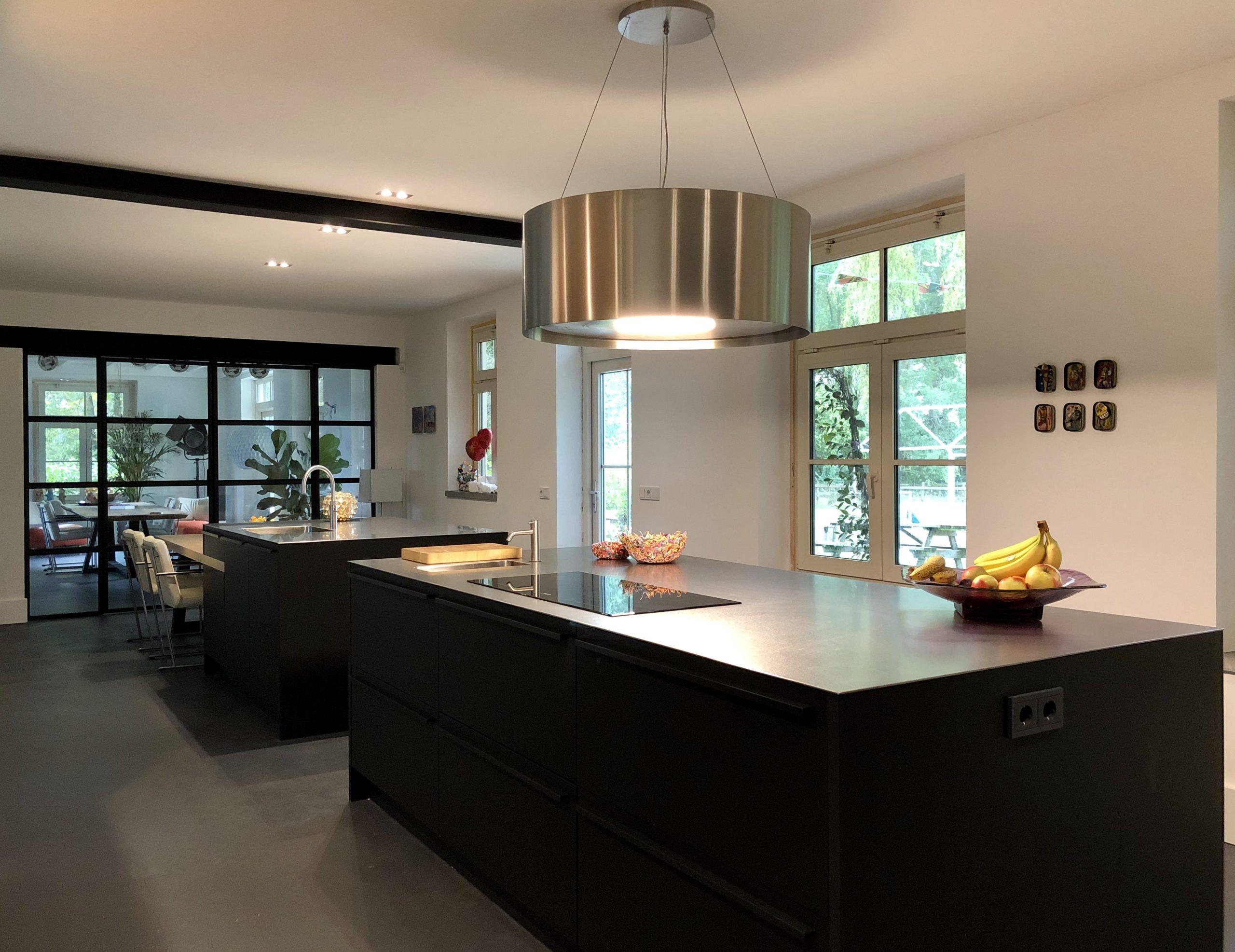 designkeuken met twee kookeilanden