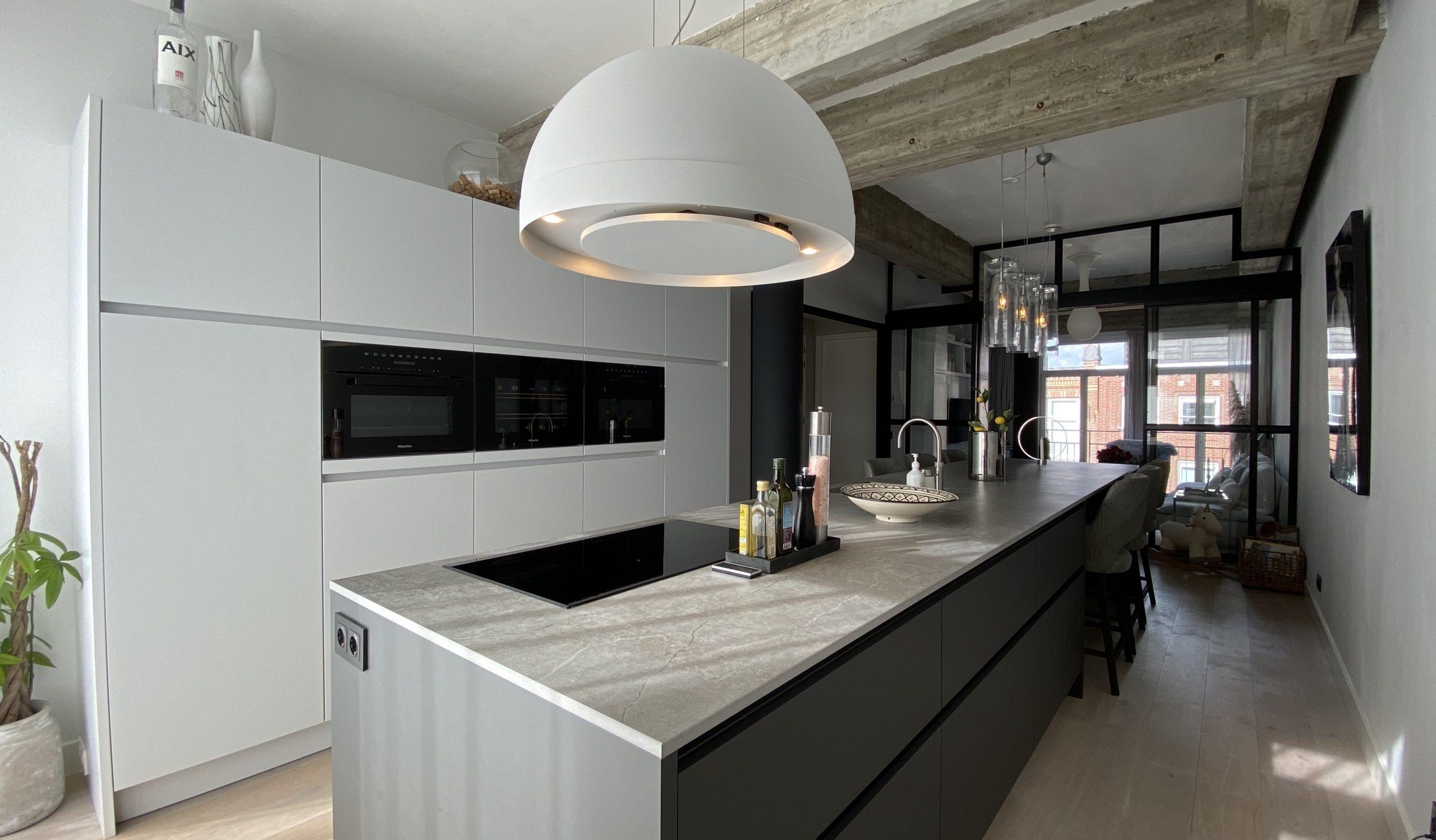 Prachtige designkeuken in het nieuwbouwappartement van Mark en Linda